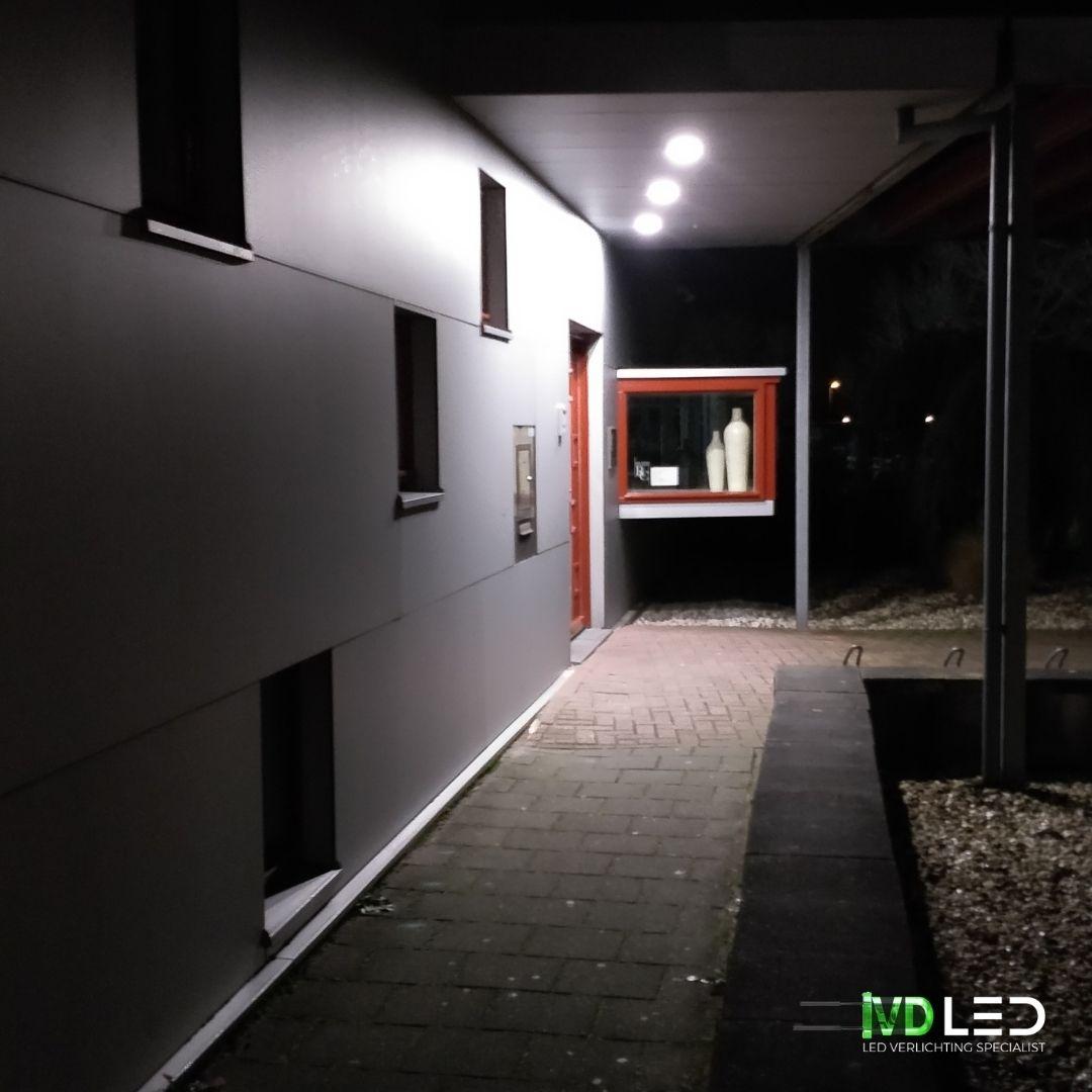 Entree tandartsenpraktijk is verlicht met LED verlichting. Hier is gebruik gemaakt van inbouw LED Downlights