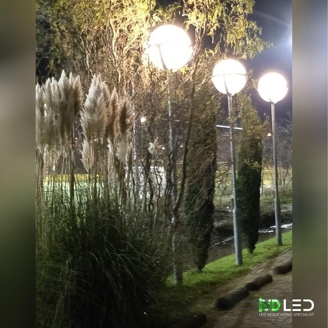 Straatlantarens zijn voorzien van LED lampen voor verlichting van het terrein