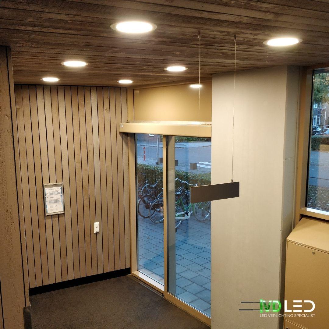 Entree appartementencomplex is verlicht met LED verlichting. Hier is gebruik gemaakt van inbouw LED Downlights
